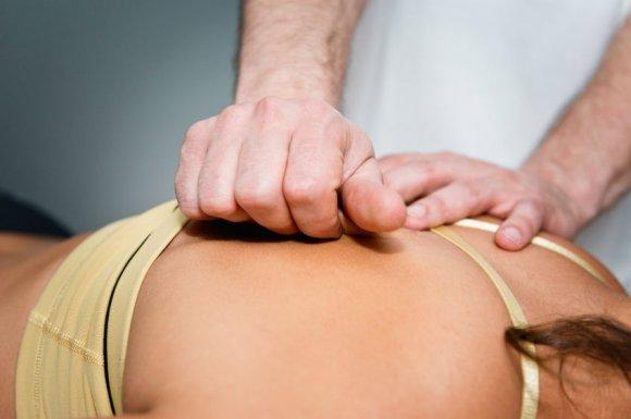 Cabinet d'ostéopathie pour soulager des douleurs dans le dos à Marignane